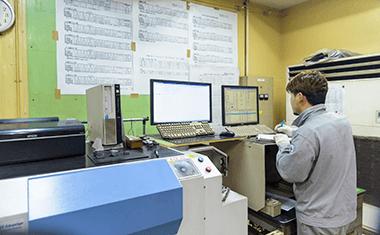 成分検査(発光分光分析装置)